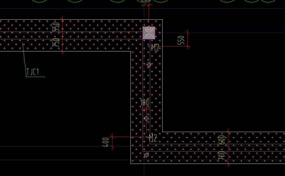 请问下图中条形基础大样尺寸和平面尺寸不一样