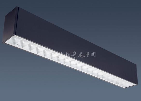 嵌入式灯槽也就是在天棚吊顶里面附加立板,里面放灯,一般表面放置玻璃图片