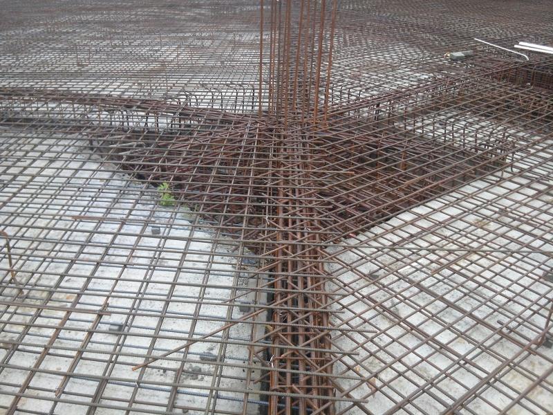 关于筏板基础中筏板底筋与承台的做法